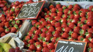 Budapest, 2018. október 12.Eper egy zöldség- és gyümölcsárus standján a fennállásának 20. évfordulóját ünneplő Fény utcai piacon Budapesten 2018. október 12-én.MTI Fotó: Kovács Attila