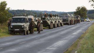 Nagykanizsa, 2015. szeptember 19. Katonai konvoj várakozik a Nagykanizsa-Gyékényes közötti úton, Nagykanizsa határában 2015. szeptember 19-én. MTI Fotó: Varga György