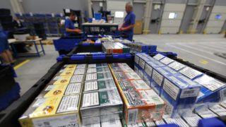 Zalaegerszeg, 2018. szeptember 7.Az Országos Dohányboltellátó Kft. (ODBE) új logisztikai központja Zalaegerszegen 2018. szeptember 7-én. A 2000 négyzetméteres korszerű központ 60 dolgozóval az ország 10 százalékát, a nyugat-dunántúli régióban mintegy 700 dohányboltot lát el áruval.MTI Fotó: Varga György