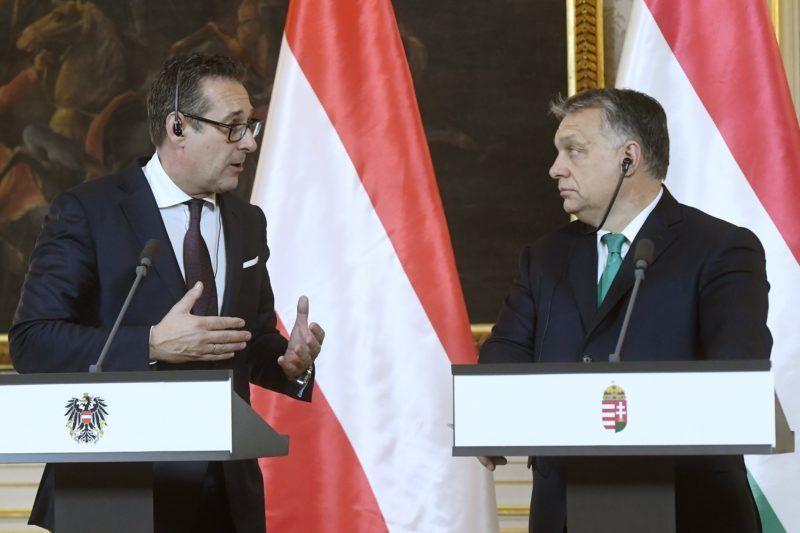 Bécs, 2018. január 30. Orbán Viktor miniszterelnök (j) és Heinz-Christian Strache alkancellár, az Osztrák Szabadságpárt (FPÖ) elnöke sajtótájékoztatót tart megbeszélésük után a bécsi magyar nagykövetségen 2018. január 30-án. MTI Fotó: Koszticsák Szilárd