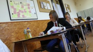 Budapest, 2019. május 8. Diákok a történelem írásbeli érettségi vizsgán a fővárosi Szerb Antal Gimnáziumban 2019. május 8-án. MTI/Koszticsák Szilárd