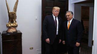 Washington, 2019. május 13. Donald Trump amerikai elnök (b) fogadja Orbán Viktor miniszterelnököt a washingtoni Fehér Házban 2019. május 13-án. MTI/Koszticsák Szilárd
