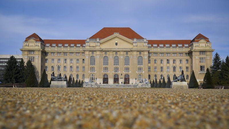Debrecen, 2018. január 9.A Debreceni Egyetem főépülete 2018. január 9-én.MTI Fotó: Czeglédi Zsolt