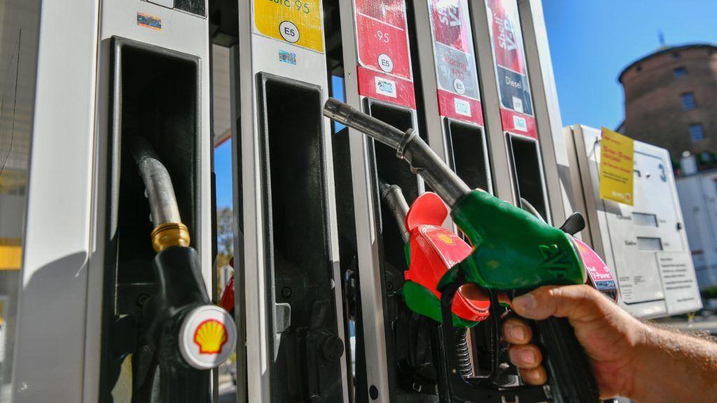 A héten kétszer is drágul az üzemanyag