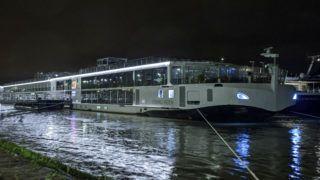 Budapest, 2019. május 30. Rendõrök helyszínelnek a Viking Sigyn szállodahajón a Duna Margit híd és Árpád híd közti szakaszán 2019. május 30-án. Heten meghaltak, amikor a luxushajó 29-én éjszaka összeütközött a Hableány nevû turistahajóval a Parlament közelében, majd a kishajó felborult és elsüllyedt 33 dél-koreai turistával és a kétfõs magyar személyzettel a fedélzetén. MTI/Lakatos Péter