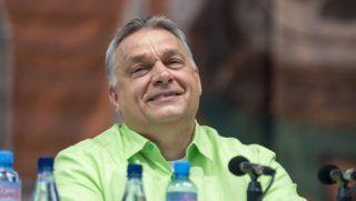 Tusnádfürdõ, 2017. július 22. Orbán Viktor miniszterelnök elõadása elõtt a 28. Bálványosi Nyári Szabadegyetem és Diáktáborban (Tusványos) az erdélyi Tusnádfürdõn 2017. július 22-én. MTI Fotó: Veres Nándor