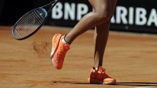 Róma, 2019. május 16. A világelsõ japán Oszaka Naomi a szlovák Dominika Cibulkova ellen játszik a római salakpályás tenisztorna nõi versenyének második fordulójában 2019. május 16-án. Oszaka 6:3, 6:3 arányú gyõzelemmel jutott tovább. MTI/AP/Gregorio Borgia
