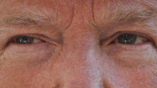 Washington, 2019. április 11. Riporterek képe tükrözõdik Donald Trump amerikai elnök szemében, aki a washingtoni Fehér Ház kertjében nyilatkozik 2019. április 10-én. MTI/AP/Pablo Martinez Monsivais