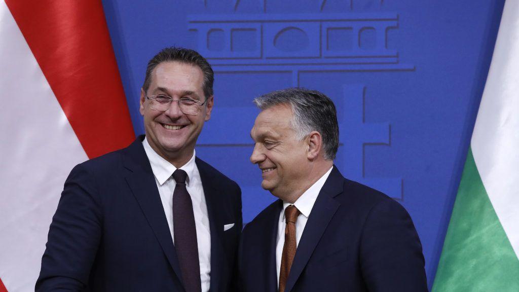 Budapest, 2019. május 6. Orbán Viktor miniszterelnök (j) és Heinz-Christian Strache osztrák alkancellár tárgyalásuk után tartott sajtótájékoztatójukon a Karmelita kolostorban 2019. május 6-án. MTI/Koszticsák Szilárd