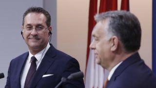 Budapest, 2019. május 6. Orbán Viktor miniszterelnök (j) és Heinz-Christian Strache osztrák alkancellár sajtótájékoztatót tart tárgyalásuk után a Karmelita kolostorban 2019. május 6-án. MTI/Koszticsák Szilárd