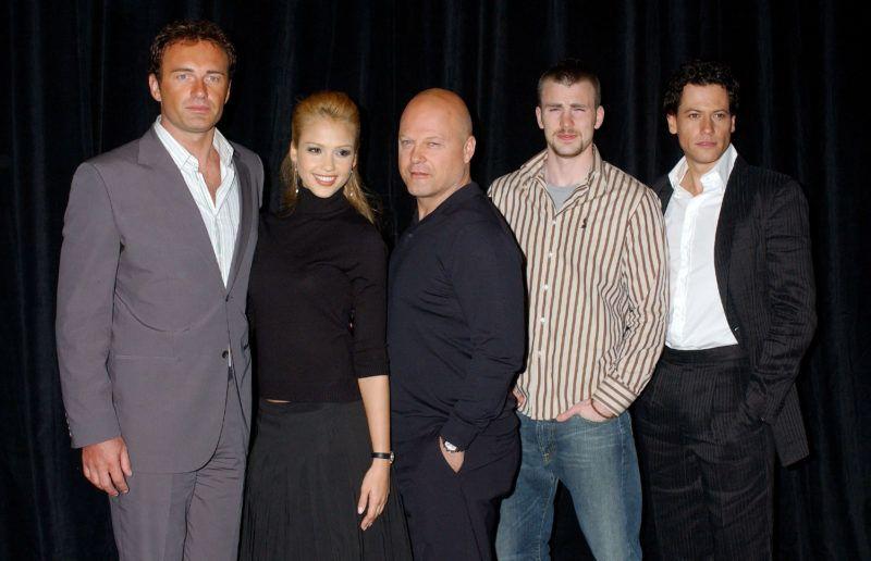 "Julian McMahon, Jessica Alba, Michael Chiklis, Chris Evans and Ioan Gruffud of ""Fantastic Four"" (Photo by Gregg DeGuire/WireImage)"