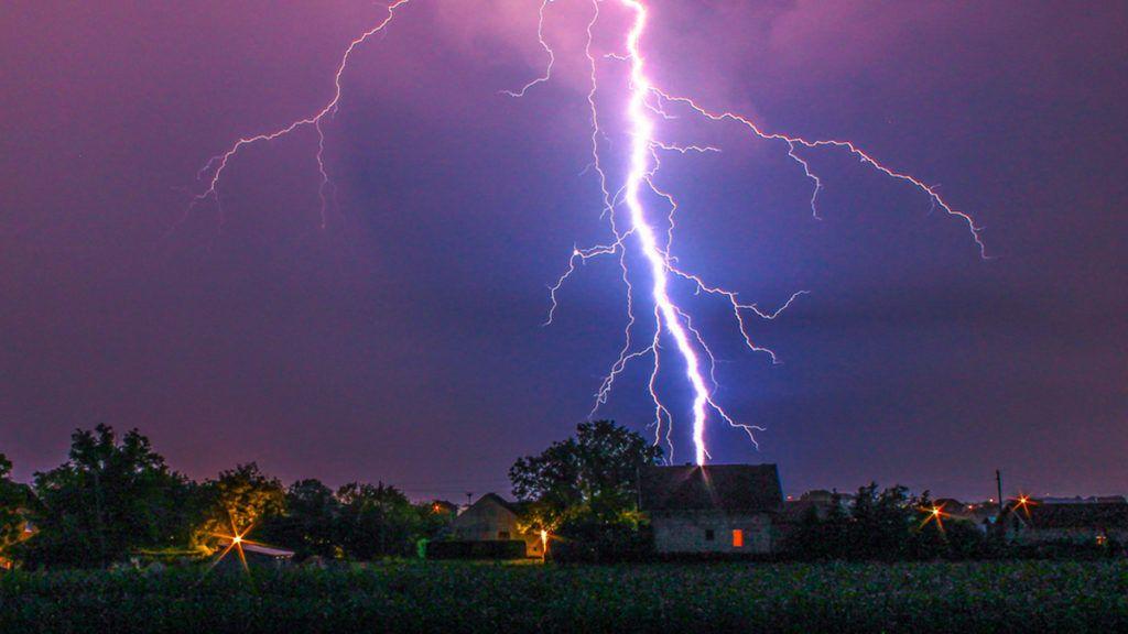Lightning hitting house in front me