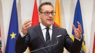 Leibnitz, 2018. január 5. Heinz-Christian Strache alkancellár, az Osztrák Szabadságpárt (FPÖ) elnöke az új osztrák kormány elsõ ülése utáni sajtóértekezleten a stájerországi Leibnitz Seggau-kastélyában 2018. január 5-én. (MTI/EPA/Florian Wieser)