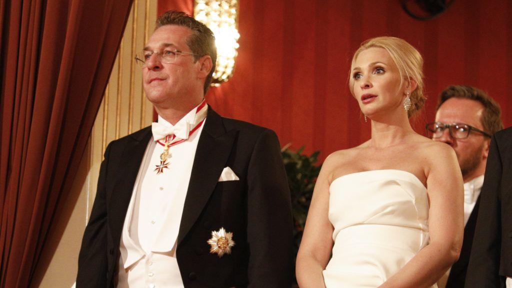 Bécs, 2019. március 1. Heinz-Christian Strache osztrák alkancellár és felesége, Philippa a 63. bécsi Operabálon a Bécsi Állami Operaházban 2019. február 28-án. MTI/EPA/Florian Wieser
