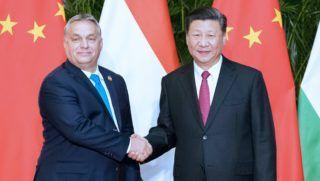 Sanghaj, 2018. november 6. Hszi Csin-ping kínai elnök (j) fogadja Orbán Viktor miniszterelnököt Sanghajban 2018. november 5-én. MTI/Hszinhua