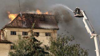 Békéscsaba, 2019. május 21. Tûzoltók az egykori békéscsabai István-gõzmalomnál, amely leégett 2019. május 21-én. A malmot 1853-ban építették, a termelést 2005-ben állították le. Az épület 1915-ben egyszer már leégett. MTI/Lehoczky Péter