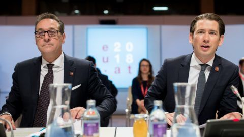 Austrian Chancellor Sebastian Kurz (R) sits next to Vice-Chancellor Heinz-Christian Strache before a plenary session during a visit of the College of Commissioners on July 6, 2018 in Vienna, as Austria took over the Presidency of the Council of the European Union. (Photo by GEORG HOCHMUTH / APA / AFP) / Austria OUT