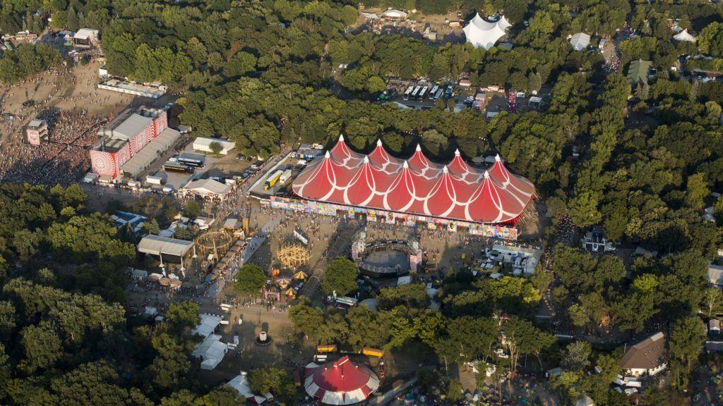 Budapest, 2015. augusztus 14. A Hajógyári-sziget a Sziget fesztivál harmadik napján, 2015. augusztus 14-én készült légi felvételen. MTI Fotó: Mohai Balázs