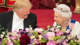 Britain's Queen Elizabeth II (R) laughs with US President Donald Trump during a State Banquet in the ballroom at Buckingham Palace in central London on June 3, 2019, on the first day of the US president and First Lady's three-day State Visit to the UK. - Britain rolled out the red carpet for US President Donald Trump on June 3 as he arrived in Britain for a state visit already overshadowed by his outspoken remarks on Brexit. (Photo by Dominic Lipinski / POOL / AFP)