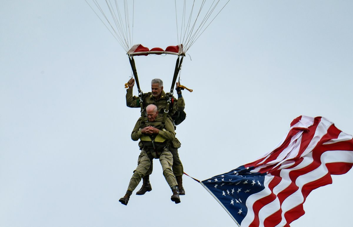 US WWII veteran Tom Rice (front) takes part in a parachute drop over Carentan, Normandy, north-western France, on June 5, 2019, as part of D-Day commemorations marking the 75th anniversary of the World War II Allied landings in Normandy. (Photo by BERTRAND GUAY / AFP)