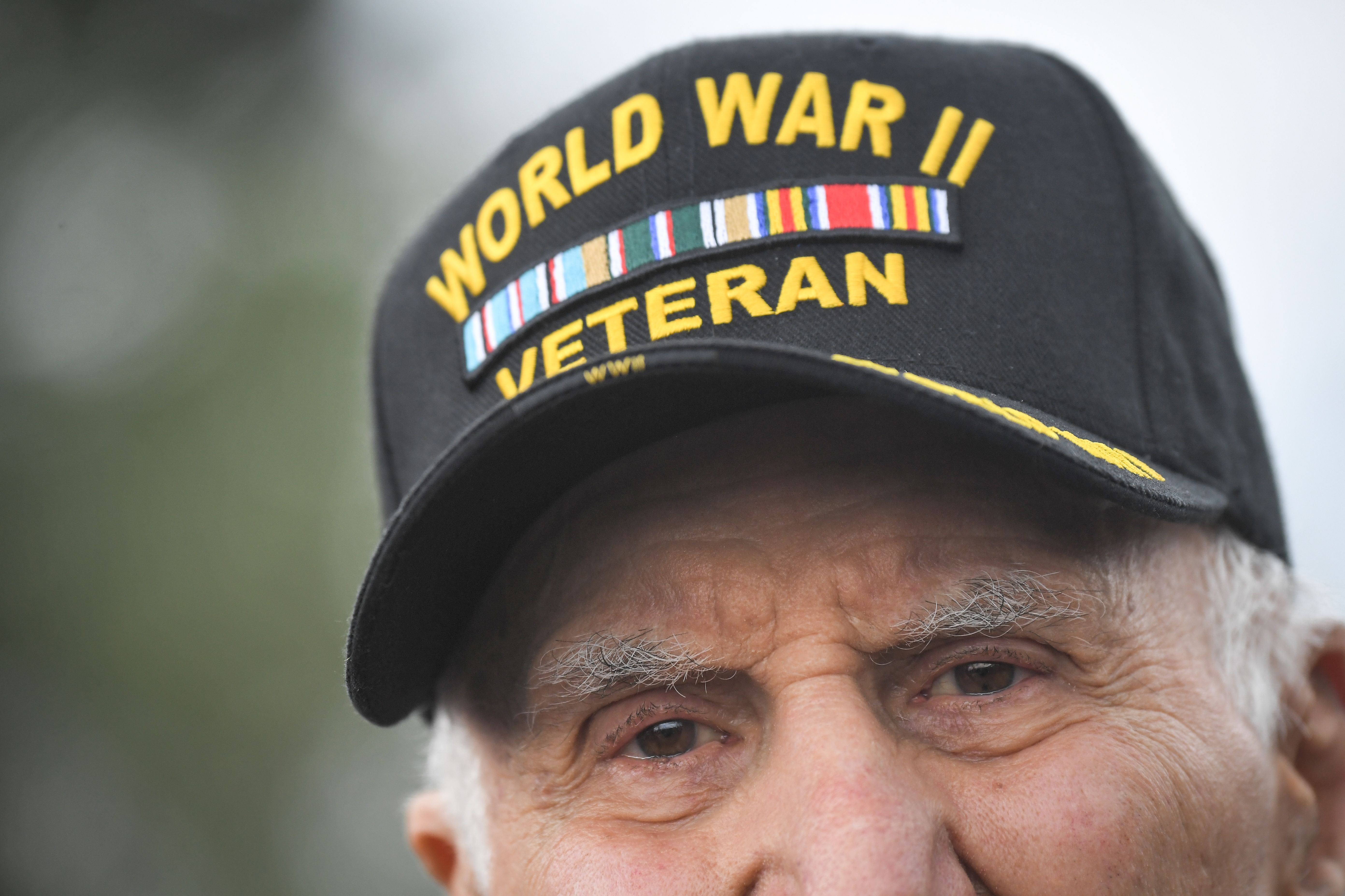 """US World War II veteran James Anthony """"Jacques"""" Michienzi  attends a ceremony on Omaha Beach in Saint-Laurent-sur-Mer, western France on June 5, 2019, in homage to native American Indians who took part in the D-Day landings of World War II. (Photo by LOIC VENANCE / AFP)"""