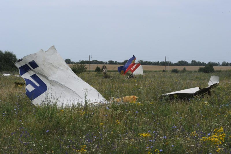 Pieces of wreckage of the Malaysia Airlines flight MH17 are pictured on July 18, 2014 in Shaktarsk, the day after it crashed. Flight MH17 from Amsterdam to Kuala Lumpur, which US officials believe was hit by a surface-to-air missile over Ukraine, killing all 298 people on board.  AFP PHOTO / DOMINIQUE FAGET (Photo by DOMINIQUE FAGET / AFP)