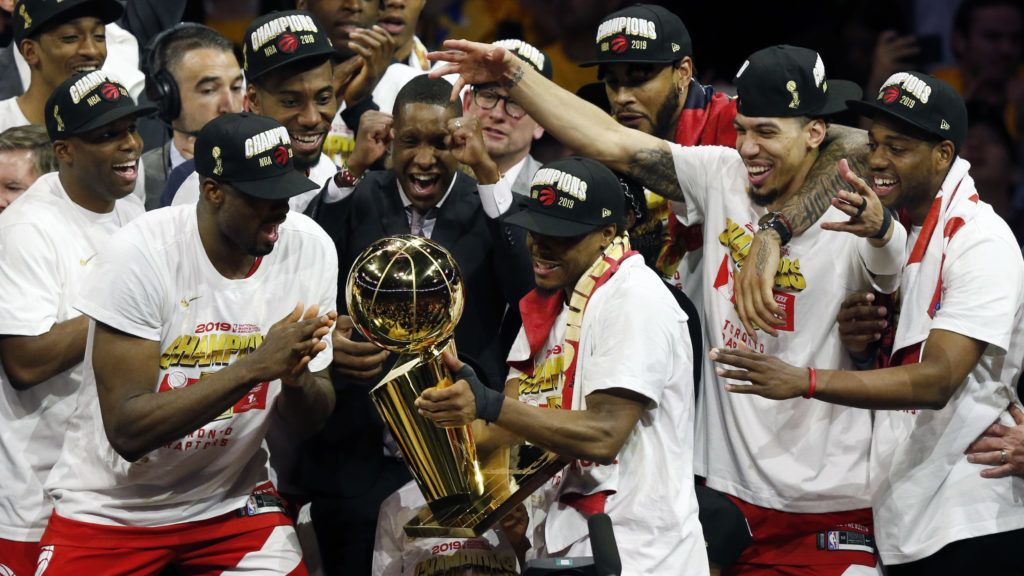 OAKLAND, CALIFORNIA - JUNE 13: Kawhi Leonard #2 of the Toronto Raptors celebrates with the Larry O'Brien Championship Trophy after his team defeated the Golden State Warriors to win Game Six of the 2019 NBA Finals at ORACLE Arena on June 13, 2019 in Oakland, California. NOTE TO USER: User expressly acknowledges and agrees that, by downloading and or using this photograph, User is consenting to the terms and conditions of the Getty Images License Agreement.   Lachlan Cunningham/Getty Images/AFP