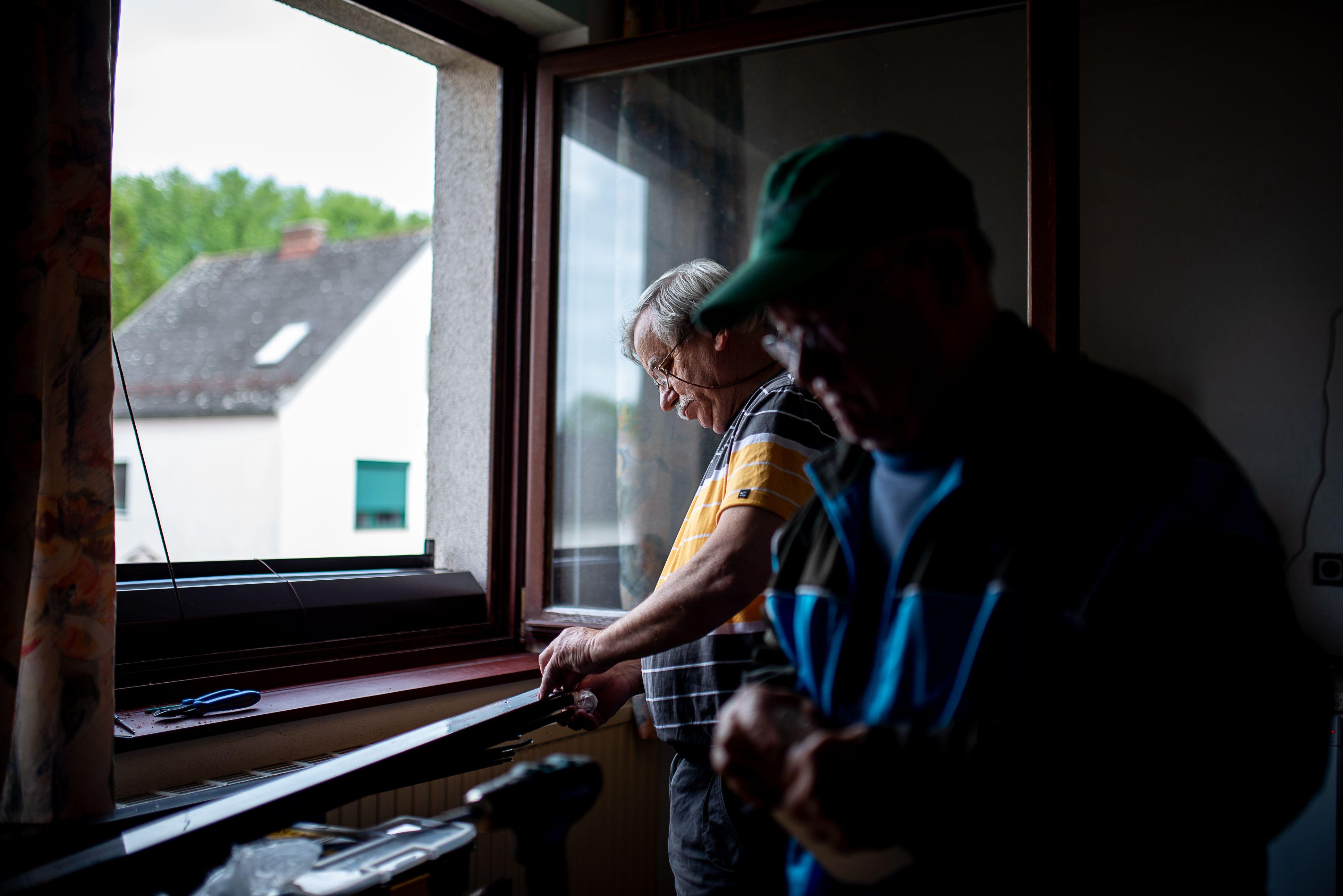 Image: 73895423, Sopron - riport az Ausztriába ingázó munkavállalókról, Place: Sopron, Hungary, Model Release: No or not aplicable, Property Release: Yes, Credit: smagpictures.com