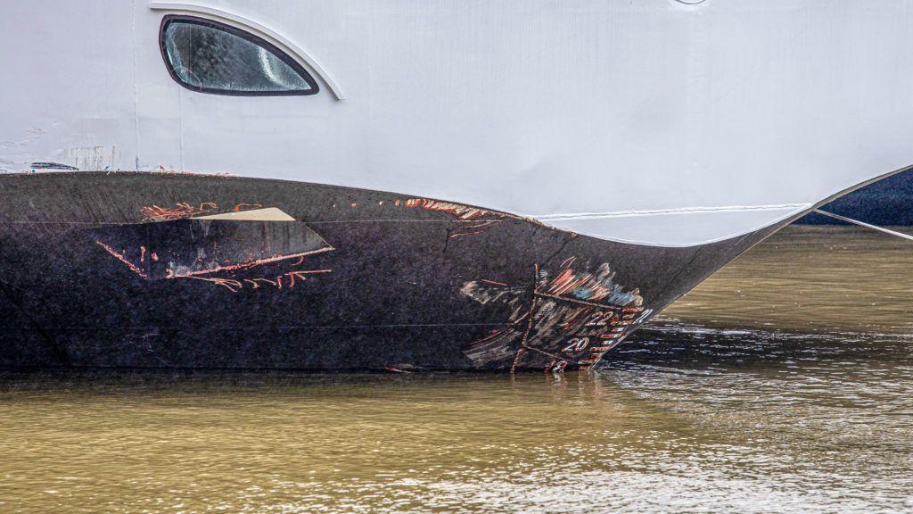 Image: 73899006, Hableány nevű elsüllyedt hajó mentési munkálatai 2019.05.30-án. A turistahajó előző éjjel süllyedt el a Dunán, miután ütközött a Viking Sigyn nevű szállodahajóval a Margit híd pesti oldalán., Place: Budapest, Hungary, Model Release: No or not aplicable, Property Release: Yes, Credit: smagpictures.com