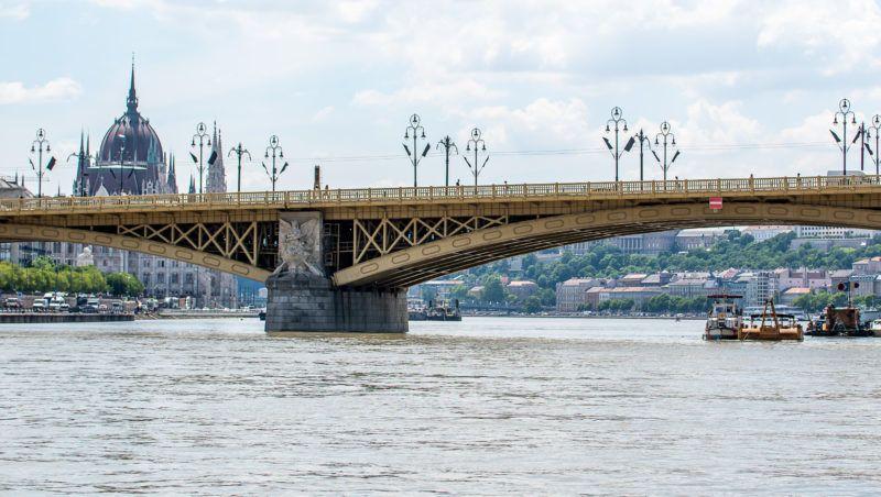 Image: 73899989, Hableány nevû elsüllyedt hajó mentési munkálatai 2019.06.03-án. A turistahajó elõzõ éjjel süllyedt el a Dunán, miután ütközött a Viking Sigyn nevû szállodahajóval a Margit híd pesti oldalán., Place: Budapest, Hungary, Model Release: No or not aplicable, Property Release: Yes, Credit: smagpictures.com