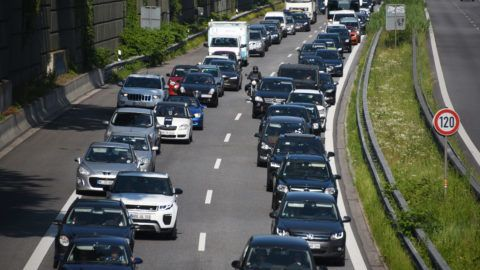 """23 June 2019, Hamburg: Cars are stuck in traffic on the Autobahn 24 in front of the Horner roundabout. Due to a complete closure of motorway 1 due to the demolition of a bridge near Billstedt, severe traffic obstructions must be expected on the alternative routes. (for dpa: """"A1 fully closed for bridge demolition: traffic jams on A7 and A24"""") Photo: Daniel Bockwoldt/dpa"""