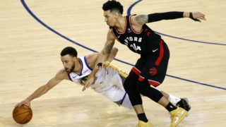OAKLAND, CALIFORNIA - JUNE 05: Stephen Curry #30 of the Golden State Warriors battles for the ball with Danny Green #14 of the Toronto Raptors in the second half during Game Three of the 2019 NBA Finals at ORACLE Arena on June 05, 2019 in Oakland, California. NOTE TO USER: User expressly acknowledges and agrees that, by downloading and or using this photograph, User is consenting to the terms and conditions of the Getty Images License Agreement.   Lachlan Cunningham/Getty Images/AFP