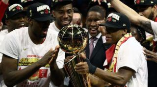 OAKLAND, CALIFORNIA - JUNE 13: The Toronto Raptors celebrate with the Larry O'Brien Championship Trophy after their team defeated the Golden State Warriors to win Game Six of the 2019 NBA Finals at ORACLE Arena on June 13, 2019 in Oakland, California. NOTE TO USER: User expressly acknowledges and agrees that, by downloading and or using this photograph, User is consenting to the terms and conditions of the Getty Images License Agreement.   Ezra Shaw/Getty Images/AFP