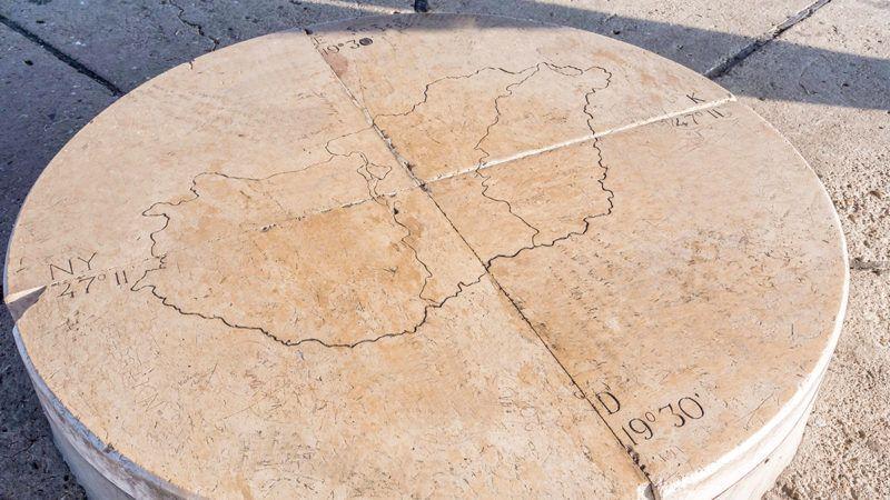 Pusztavacs, 2017. február 12.Magyarország földrajzi középpontját jelölő kő, mely Pusztavacstól északra található. A fölé emelt Kerényi József tervei alapján 1978-ban épített 11m magas vörösfenyőből készült  nyolcszögletű, gúla formájú jeltorony jelképezi hazánk geometriai középpontját.MTVA/Bizományosi: Faludi Imre ***************************Kedves Felhasználó!Ez a fotó nem a Duna Médiaszolgáltató Zrt./MTI által készített és kiadott fényképfelvétel, így harmadik személy által támasztott bárminemű – különösen szerzői jogi, szomszédos jogi és személyiségi jogi – igényért a fotó készítője közvetlenül maga áll helyt, az MTVA felelőssége e körben kizárt.