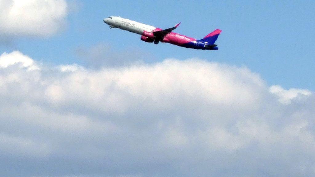 9daab0dc43af 30 embert felejtett a bécsi reptéren a Wizz Air | 24.hu