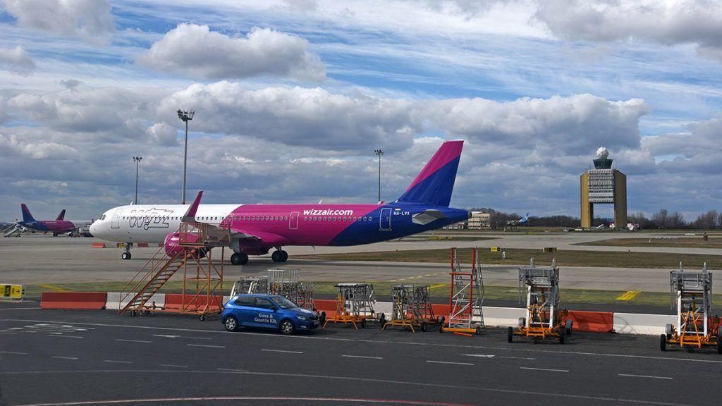 Budapest, 2019. március 15.Egy Wizz Air repülőgép gurul a felszálló pálya felé.MTVA/Bizományosi: Lehotka László ***************************Kedves Felhasználó!Ez a fotó nem a Duna Médiaszolgáltató Zrt./MTI által készített és kiadott fényképfelvétel, így harmadik személy által támasztott bárminemű – különösen szerzői jogi, szomszédos jogi és személyiségi jogi – igényért a fotó szerzője/jogutódja közvetlenül maga áll helyt, az MTVA felelőssége e körben kizárt.