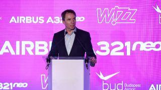 Budapest, 2019. március 7. Váradi József, a Wizz Air vezérigazgatója beszédet mond a magyar hátterû diszkont légitársaság elsõ Airbus A321neo típusú, halkabban és gazdaságosabban üzemeltethetõ repülõgépének ünnepélyes fogadásán a Liszt Ferenc-repülõtéren 2019. március 7-én. A Wizz Air új repülõgépein az A321-esekhez képest kilenccel több, összesen 239 ülõhely található, hatótávolságuk 6500 kilométer. MTI/Koszticsák Szilárd