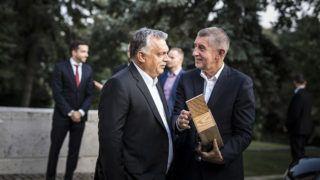 Budapest, 2018. augusztus 31.A Miniszterelnöki Sajtóiroda által közreadott képen Orbán Viktor miniszterelnök (k) és Andrej Babis cseh kormányfő (j) találkozója Budapesten 2018. augusztus 31-én.MTI Fotó: Miniszterelnöki Sajtóiroda / Szecsődi Balázs