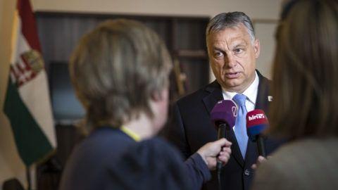Brüsszel, 2019. június 21. Orbán Viktor miniszterelnök nyilatkozik magyar újságíróknak az EU-csúcs után Brüsszelben 2019. június 21-én. MTI/Miniszterelnöki Sajtóiroda/Szecsõdi Balázs