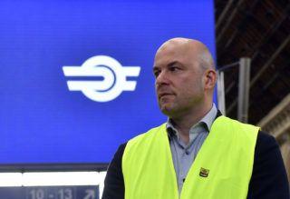 Budapest, 2019. május 24. Homolya Róbert, a MÁV Zrt. elnök-vezérigazgatója a kéthetes karbantartás alatt álló Keleti pályaudvaron 2019. május 24-én. A hétvégén befejezõdnek a munkálatok, május 27-én újraindulhat a menetrend szerinti vonatközlekedés. MTI/Máthé Zoltán