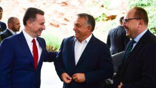 Ohrid, 2017. szeptember 28. Orbán Viktor miniszterelnök (k) és Nikola Gruevszki korábbi kormányfõ, az ellenzéki jobboldali Belsõ Macedón Forradalmi Szervezet - Macedón Nemzeti Egység Demokratikus Pártja (VMRO-DPMNE) vezetõje (b) találkozója Ohridban 2017. szeptember 28-án. Jobbra Németh Zsolt, az Országgyûlés külügyi bizottságának fideszes elnöke. MTI Fotó: Balogh Zoltán