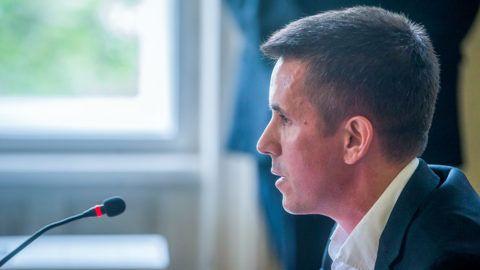 Budapest, 2019. május 7.Czeglédy Csaba (Éljen Szombathely!-MSZP-DK-Együtt) szombathelyi önkormányzati képviselő, a Demokratikus Koalíció európai parlamenti (EP-) képviselőjelöltje a Nemzeti Választási Bizottság (NVB) ülésén a Nemzeti Választási Iroda (NVI) Alkotmány utcai székházában 2019. május 7-én. Az NVB nem függesztette fel Czeglédy Csaba mentelmi jogát.MTI/Balogh Zoltán