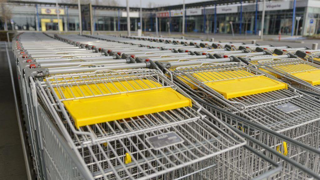 Schmidt Máriáék készítenek felmérést a boltok vasárnapi nyitvatartásáról