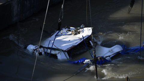 Budapest, 2019. június 11. A balesetben elsüllyedt Hableány turistahajó roncsolt kapitányi hídja, miután kiemelték a Dunából a Margit hídnál 2019. június 11-én. A Hableány május 29-én süllyedt el a Margit hídnál, miután összeütközött a Viking Sigyn szállodahajóval. A fedélzeten 35-en utaztak, 33 dél-koreai állampolgár és a kéttagú magyar személyzet. Hét embert sikerült kimenteni, hét dél-koreai állampolgár holttestét pedig még aznap megtalálták. Azóta további tizenhárom áldozat, köztük a Hableány matrózának holttestét találták meg és azonosították. MTI/Mónus Márton