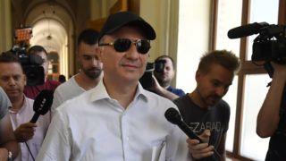 Budapest, 2019. június 27. Nikola Gruevszki volt észak-macedón miniszterelnök távozik kiadatási tárgyalásáról a Fõvárosi Törvényszéken 2019. június 27-én. A törvényszék jogerõs határozatával megtagadta a hazájában korrupciós és más bûncselekmények miatt elítélt, illetve megvádolt politikus kiadását. MTI/Máthé Zoltán