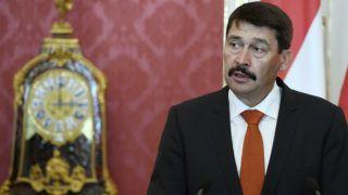 Budapest, 2019. június 14. Áder János köztársasági elnök nyilatkozik a sajtónak Rumen Radev bolgár elnökkel folytatott megbeszélését követõen a Sándor-palotában 2019. június 14-én. MTI/Koszticsák Szilárd