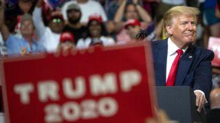 Orlando, 2019. június 19. Donald Trump demokrata párti amerikai elnök a floridai Orlandóban tartott választási nagygyûlésén 2019. június 18-án. Trump bejelentette, hogy a 2020-as elnökválasztáson újraindul az elnökségért. MTI/EPA/Cristobal Herrera