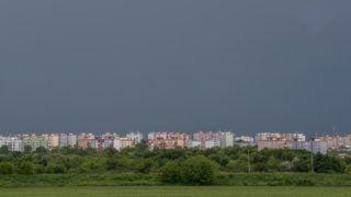 Pécs, 2019. június 4. Viharos égbolt Pécs Kertváros városrésze felett 2019. június 4-én. MTI/Sóki Tamás