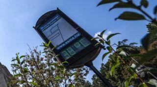 Budapest, 2018. augusztus 9. Utcai hõmérõ a Szent Gellért téren 2018. augusztus 9-én. A tartós hõség miatt erre a napra már csaknem az egész országra másodfokú figyelmeztetés adott ki az Országos Meteorológiai Szolgálat, mivel a napi középhõmérséklet 27 fok felett alakulhat. MTI Fotó: Szigetváry Zsolt