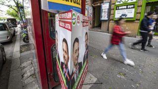 Budapest, 2019. május 21. Az MSZP-Párbeszéd választási plakátja Budapesten, a Teréz körúton 2019. május 21-én. Az Európai Unió tagországaiban május 23. és 26. között választják meg az Európai Parlament (EP) képviselõit, Magyarországon 26-án. MTI/Szigetváry Zsolt